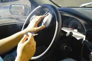 Como eliminar cheiro de cigarro do carro