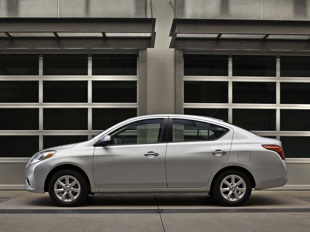 Características Nissan Versa 2012
