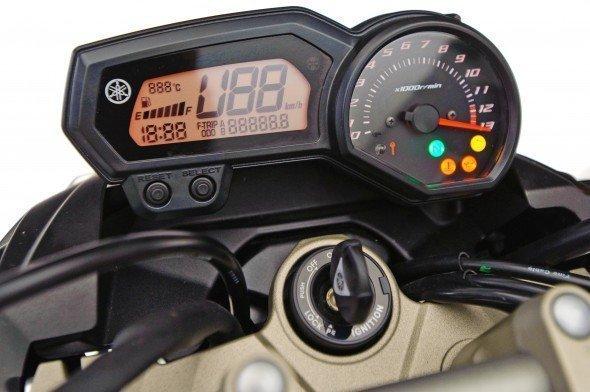 Equipamentos do painel da Yamaha XJ6
