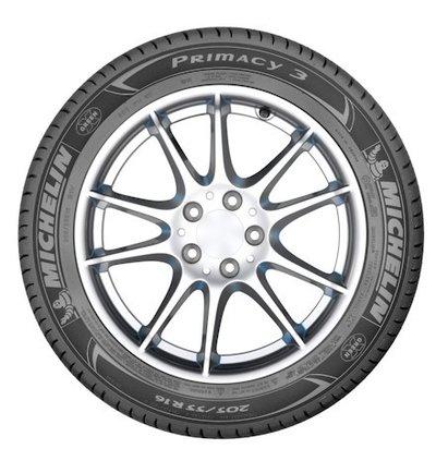 novo pneu mais seguro e eficiente nas frenagens carro de garagem. Black Bedroom Furniture Sets. Home Design Ideas