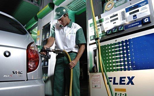 Gasolina + Álcool no carro FLEX